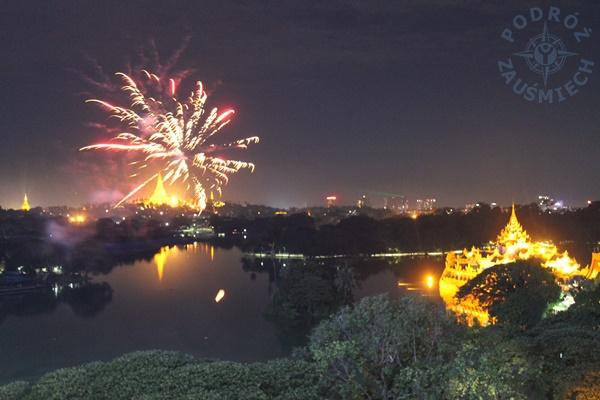 Shwedagon w blasku reflektorów