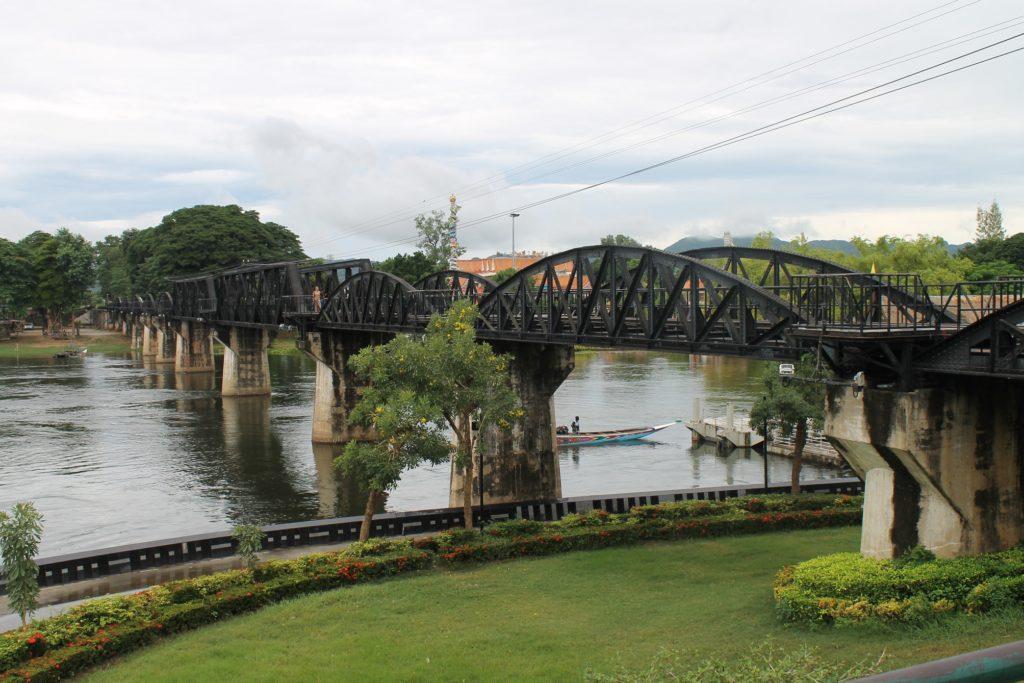 Most na rzece w Kawii