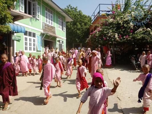Młodzi mnisi